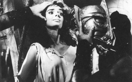 The Mask of Satan -Barbara Steele in peril
