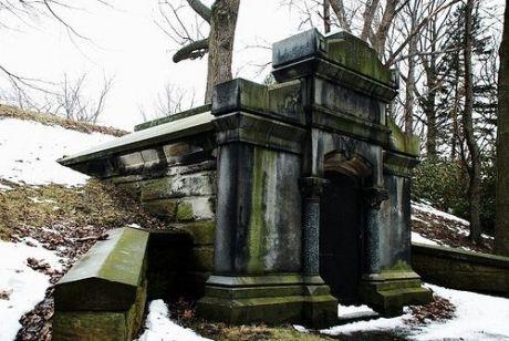 a-tomb2