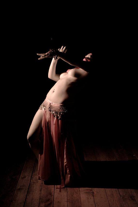 скрывает танец живота голых девушек даже загнули три